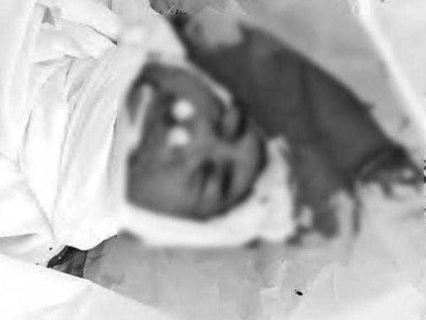 मृतक के नाक-खान से खून बह रहा था और फटी हुई पीपीई किट खून से सनी हुई थी। - Dainik Bhaskar
