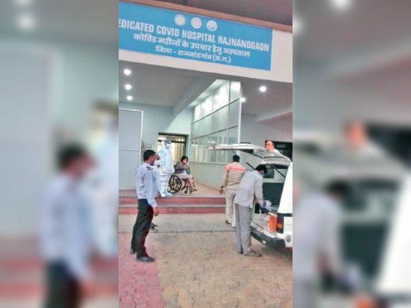 अस्पताल में गंभीर लक्षण वाले मरीज पहुंच रहे हैं। - Dainik Bhaskar