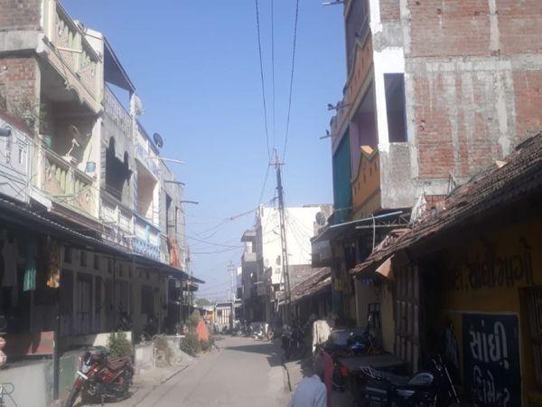 फतेपुरा तहसील के बलैया गांव में लोगों ने स्वैच्छिक लॉकडाउन घोषित किया।