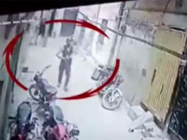 पाकिस्तान की Ary News एजेंसी ने इस घटना का सीसीटीवी फुटेज सोशल मीडिया मे शेयर किया है। - Dainik Bhaskar