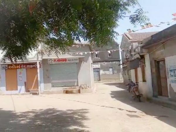 फतेपुरा तहसील के टीकर गांव में लोगों ने स्वैच्छिक लॉकडाउन घोषित किया।