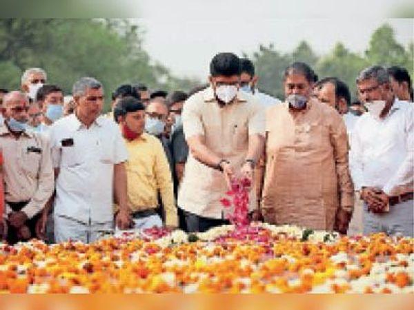 पूर्व उप-प्रधानमंत्री स्व. चौधरी ताऊ देवीलाल की पुण्यतिथि - Dainik Bhaskar