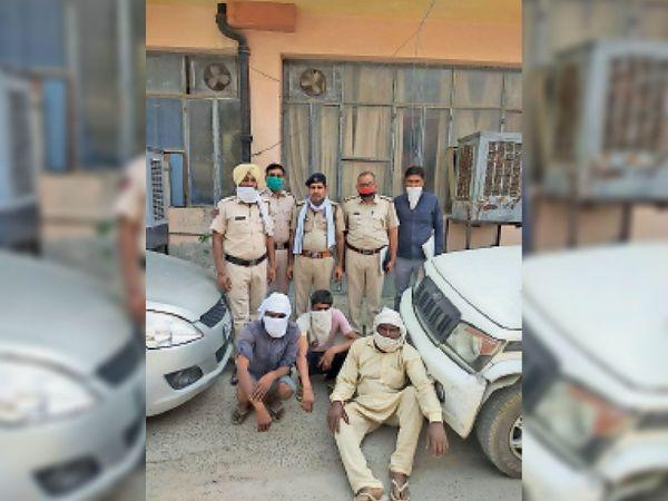 बिजली चोरी के आरोप पकड़े गए आरोपी - Dainik Bhaskar