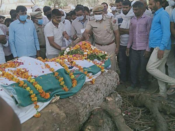 गांव के लोगों ने शहीद को अंदिम विदाई दी। - Dainik Bhaskar