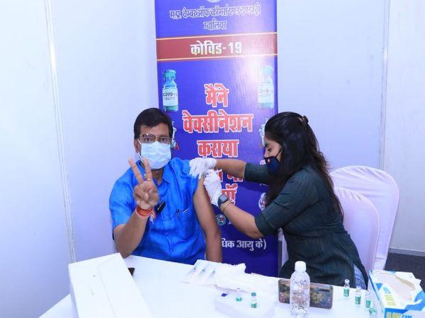 12533 vaccinated at 142 center on Wednesday | बुधवार को 142 सेंटर पर 12533 ने लगवाई वैक्सीन