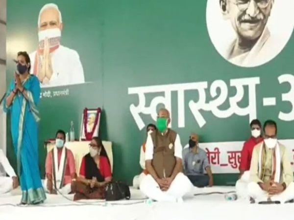 मुख्यमंत्री शिवराज सिंह चौहान का 24 घंटे का स्वास्थ्य आग्रह समाप्त हो गया है। बुधवार को सीएम ने बुधवार को धर्मगुरुओं से बात की। इस दौरान किन्नर संगठन के पदाधिकारी भी यहां पहुंचे।