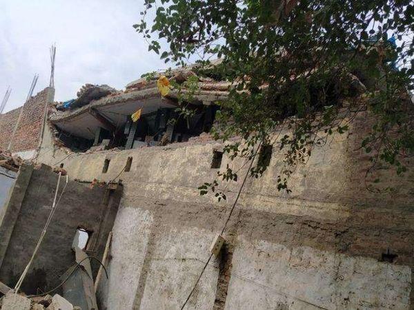 पांच लोगों की मौत और 33 के दबने के मामले के बाद भी प्रशासन और लेंटर उठाने वालों ने नसीहत नहीं ली। - Dainik Bhaskar