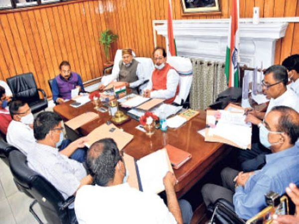 बैठक में स्पीकर विजय सिन्हा, मंत्री अशोक चौधरी व अवधेश ना. सिंह। - Dainik Bhaskar
