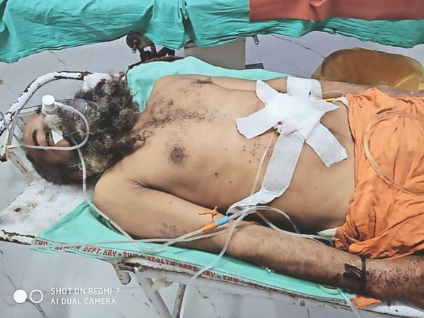 चंदनपुरी महाराज पर कुछ युवकों ने गोलियां चलाई - Dainik Bhaskar