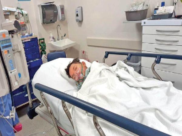 ऑपरेशन के बाद चिल्ड्रन अस्पताल के आईसीयू में प्रियांशु। - Dainik Bhaskar