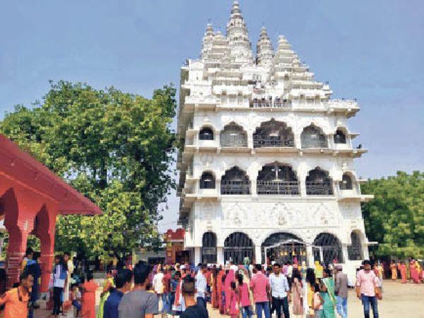 मां नेतुला मंदिर में श्रद्धालुओं की भीड़। - Dainik Bhaskar