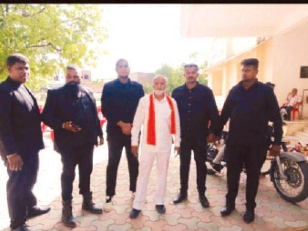 आखिर किसका डर? पितलिया ने नामांकन वापसी के दौरान सुरक्षा के लिए बेंगलुुरु से बुलाए थे विशेष बाउंसर - Dainik Bhaskar