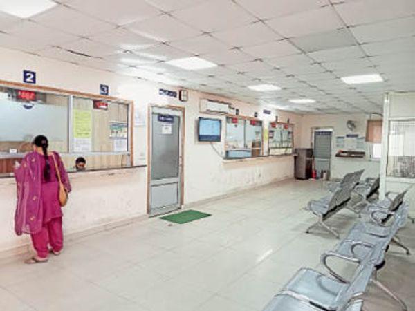 यमुनानगर|प्रॉपर्टी टैक्स का भुगतान न हो पाने से नगर निगम में बने सीएफसी में कम हुई चहल-पहल। - Dainik Bhaskar