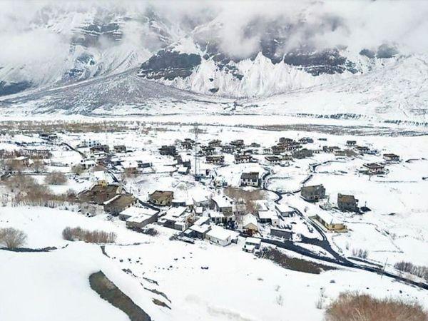 लाहौल स्पीति के लोसर में हुई ताजा बर्फबारी। - Dainik Bhaskar
