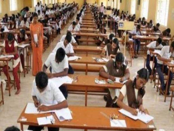 UP में पंचायत चुनाव की वजह से हाईस्कूल और इंटरमीडिएट की परीक्षाओं के समय में बदलावा किया गया है। - Dainik Bhaskar