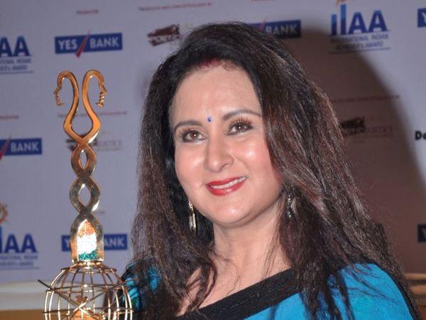 अभिनेत्री पूनम ढिल्लन भी काफी समय से इस अदालत से जुड़ी हुई हैं।  वे इस फैसले से नाखुश भी हैं।