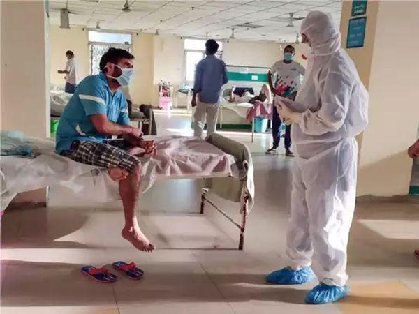 राजकोट के एक कोविड अस्पताल की फाइल फोटो। - Dainik Bhaskar