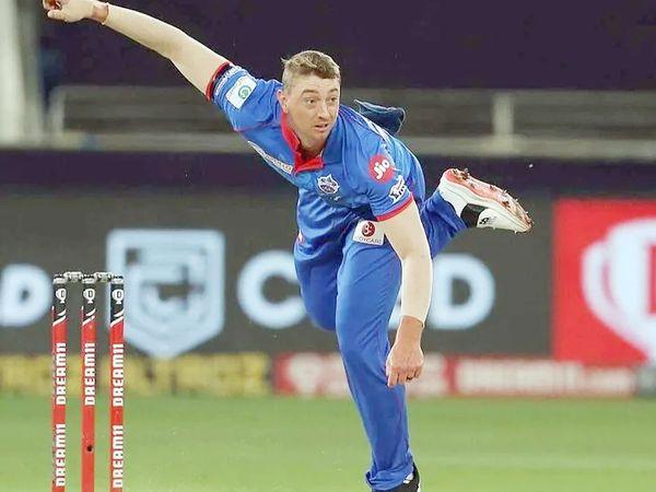 ऑस्ट्रेलियाई ऑलराउंडर डेनियल सैम्स IPL के पिछले सीजन में दिल्ली कैपिटल्स से खेले थे। उन्हें इस साल RCB ने ट्रेड किया था। सैम्स दिसंबर में हुए बिग बैश लीग में शानदार फॉर्म में थे। - Dainik Bhaskar