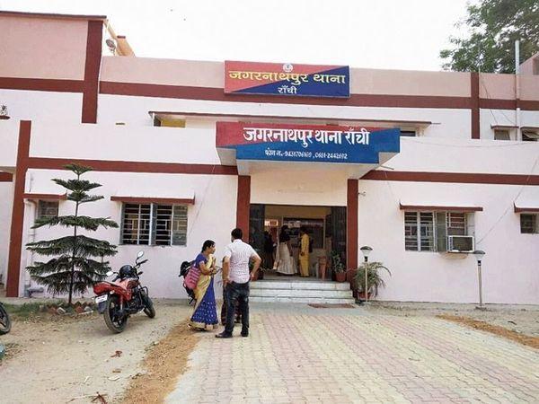 युवक हार्डवेयर की दुकान में काम करता था। पुलिस शव को कब्जे में लेकर पोस्टमार्टम के लिए भेज दी है। (फाइल) - Dainik Bhaskar