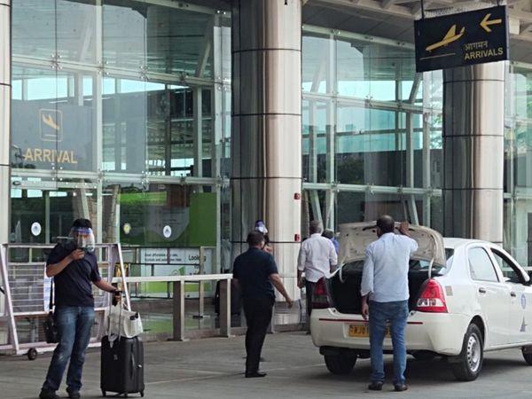 जयपुर एयरपोर्ट से सुबह के वक्त की 4 फ्लाइट रद्द हुई हैं। - Dainik Bhaskar