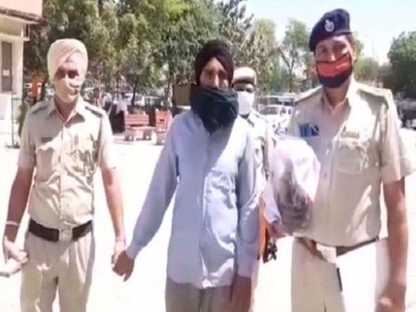 फतेहाबाद में अफीम के साथ पकड़ा गया पंजाब के संगरूर जिले का युवक जगतार सिंह। उसे कोर्ट में पेश करके पुलिस ने आगे की पूछताछ शुरू कर दी है। - Dainik Bhaskar