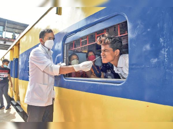 महाराष्ट्र से आने वाला एक यात्री संक्रमित - Dainik Bhaskar