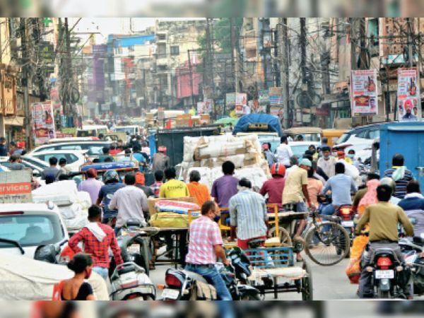 थोक अनाज मार्केट रामसागर पारा में भी उमड़े लोग...