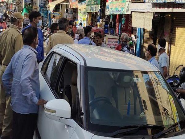अजमेर के बाजारों व मुख्य मार्ग पर कोरोना गाइडलाइन के उल्लंघन पर कार्रवाई करता प्रशासन। - Dainik Bhaskar