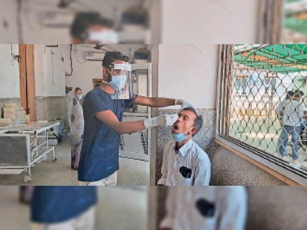 बुधवार को कोरोना जांच करते स्वास्थ्य कर्मी। - Dainik Bhaskar