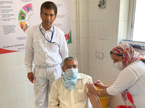 नवलगढ़ राजकीय हॉस्पिटल में किया गया टीकाकरण। - Dainik Bhaskar