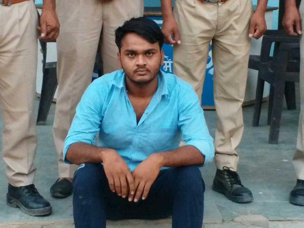पुलिस गिरफ्त में दुष्कर्म का आरोपी। - Dainik Bhaskar