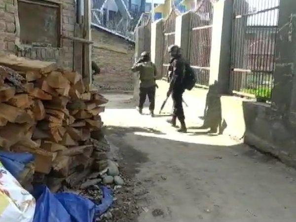 सुरक्षाबलों ने आतंकियों को चारों तरफ से घेर लिया था। इसके बाद उन्होंने फायरिंग शुरू कर दी। -फाइल - Dainik Bhaskar