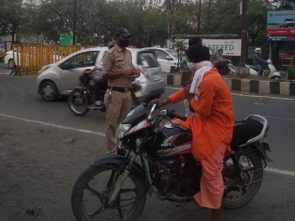 कोलार व शाहपुरा में पुलिस ने भी सख्ती शुरू कर दी है।