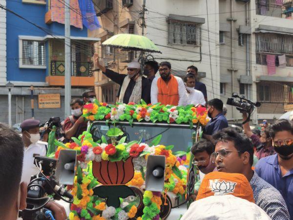 भाजपा नेता मिथुन चक्रवर्ती और केंद्रीय मंत्री बाबुल सुप्रियो ने टॉलीगंज में रोड शो किया।