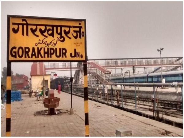 If the danger of corona increases, the railways issued an alert, without appearing at the mask station, you will have to pay a fine.   कोरोना का खतरा बढ़ा, तो रेलवे ने जारी किया अलर्ट, बगैर मास्क स्टेशन पर दिखे तो देना होगा जुर्माना