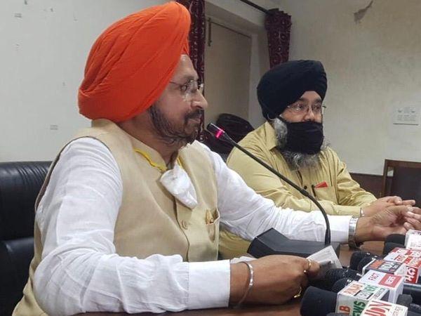 जालंधर में पत्रकारों से बातचीत करते सीनियर भाजपा नेता मनजीत सिंह राय। - Dainik Bhaskar