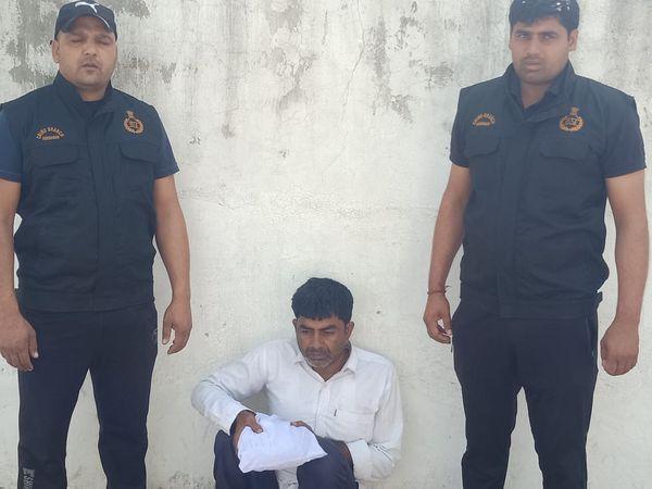 बल्लभगढ़ सदर थाने में केस दर्ज कर पुलिस ने उसे कोर्ट में पेश किया। जहां से उसे जेल भेज दिया गया। - Dainik Bhaskar