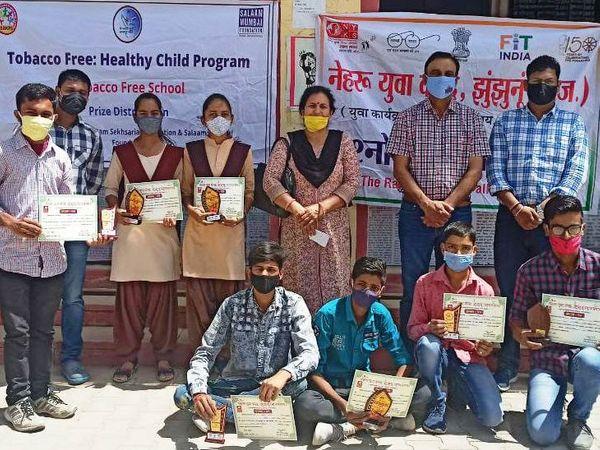 प्रश्रोतरी प्रतियोगिता में विजेताओं का सम्मान किया गया। - Dainik Bhaskar