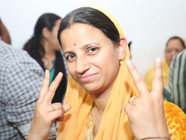 CRPF जवान की पत्नी मीनू। - Dainik Bhaskar