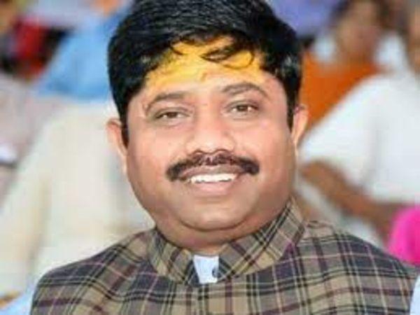 कैबिनेट मंत्री नंदगोपाल नंदी � - Dainik Bhaskar