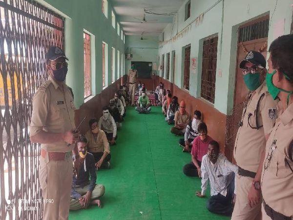 मास्क न पहनने पर पुलिस ने लोगों को जेल भेजा। - Dainik Bhaskar
