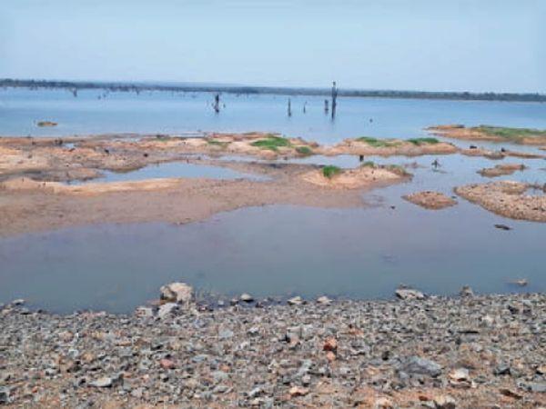 केलो डेम में अभी 60 प्रतिशत पानी मौजूद है। - Dainik Bhaskar