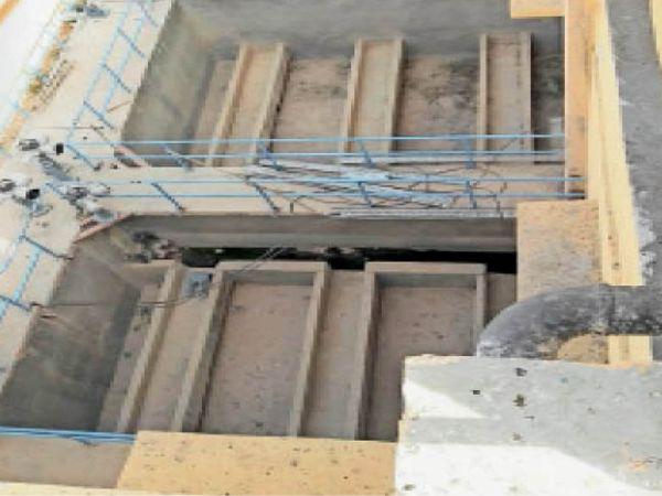 सैंपऊ. पानी साफ करने को लगा क्लैरी फैक्यूलेटर। - Dainik Bhaskar