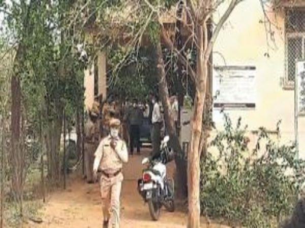 बाल गृह में हंगामे के बाद जांच पहुंची पुलिस। - Dainik Bhaskar