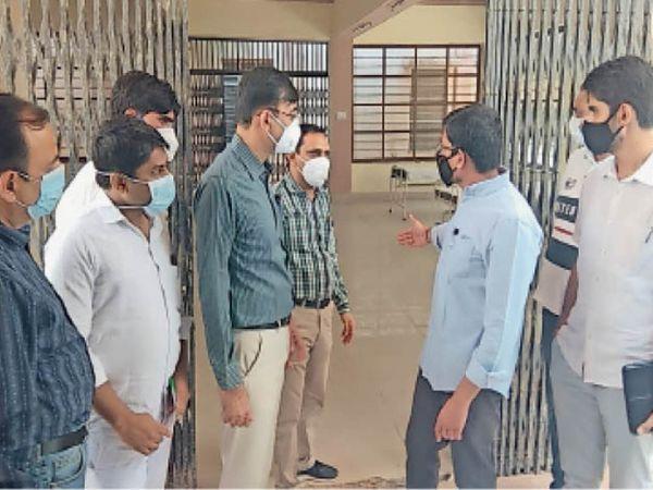 तैयारी देखने कोविड हॉस्पिटल पहुंचे कलेक्टर, कहा-आईसीयू तैयार रखो - Dainik Bhaskar