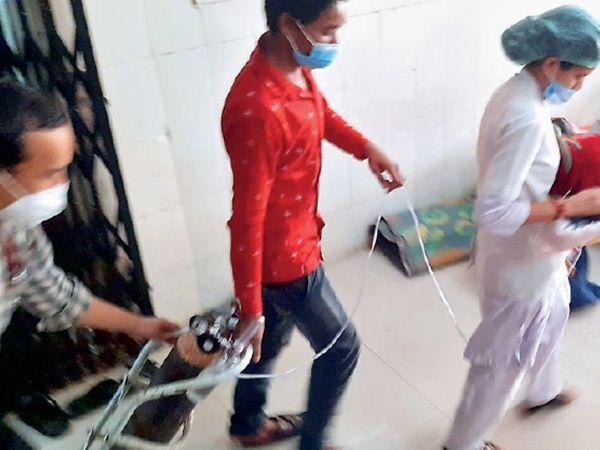 आईसीयू में प्रेशर बढ़ाने के लिए बच्चों के एनआईसीयू की सप्लाई बंद की, उन्हें सिलेंडर के साथ दूसरी जगह शिफ्ट किया गया। - Dainik Bhaskar
