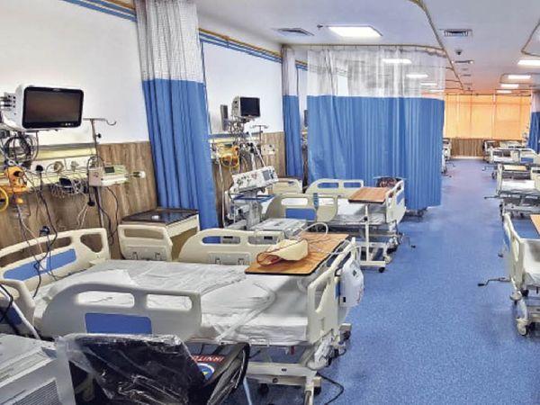 कोविड मरीज को लक्षण देखने के बाद ही मिलेंगे बेड (फाइल फोटो)। - Dainik Bhaskar