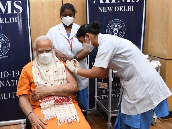 Prime Minister Narendra Modi arrived in Delhi AIIMS early Thursday and got the second dose of Corona vaccine.  - Dainik Bhaskar