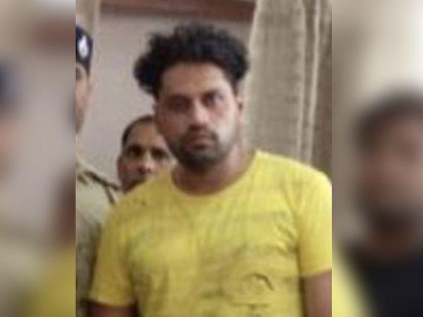 बुधवार को वह फरीदपुर गांव में रहने वाली अपनी बहन के घर आया था। तभी पुलिस के हत्थे चढ़ गया। - Dainik Bhaskar