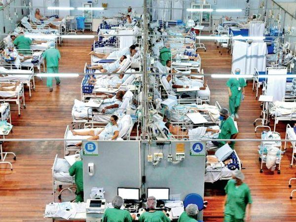 ब्राजील में ज्यादातर अस्पताल पहले ही भरे हुए हैं और अब नए बनाए अस्थाई अस्पतालों में भी जगह नहीं बची है, इससे इलाज के अभाव में लोगों की मौत हो रही है। - Dainik Bhaskar
